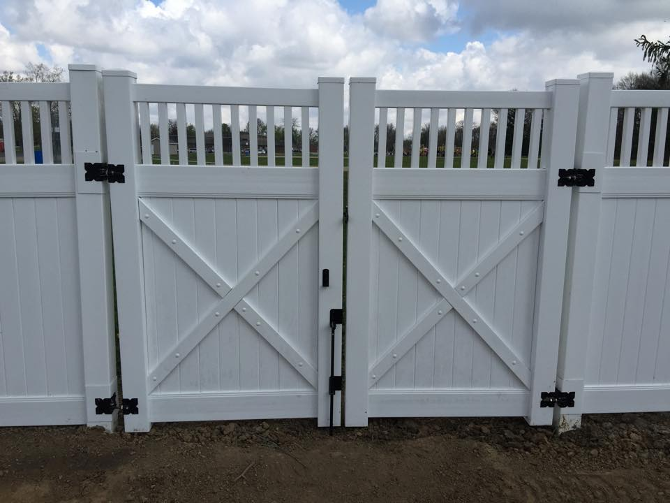 Vinyl Fencing and Gate